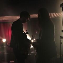 Wellness live - Matthias Sänger und Simon Armbruster daddeln ihr Intro.